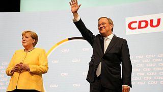 Angela Merkel junto al candidato conservador Armin Laschet en Berlín