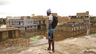 Au Sénégal, les inondations poussent les habitants à abandonner leur maison