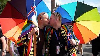 شاهد: تظاهرة تنادي بحقوق المثليين في شوارع كوبنهاغن