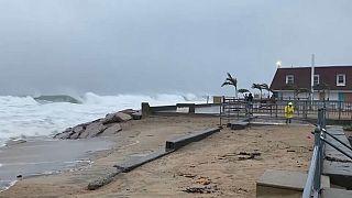 شاهد : عاصفة هنري تتوجه إلى سواحل شمال شرق الولايات المتحدة