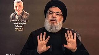 صورة مأخوذة من قناة المنار التابعة لحزب الله في 22 أغسطس / آب 2021 تظهر زعيم حزب الله حسن نصر الله وهو يلقي خطاباً متلفزاً من مكان مجهول