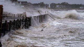 """Тропический шторм """"Генри"""" ударил по Новой Англии"""