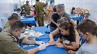 Israël lance une campagne de tests sérologiques pour les enfants dès trois ans