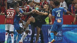 Kung-Fu statt Fußball: Klassiker Nizza - Marseille endet im Chaos