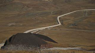Épülő határfal a török-iráni határ mentén a törökországi Van tartományban