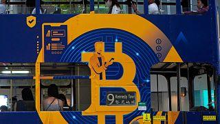 إعلان عن عملة البيتكوين، إحدى العملات المشفرة في هونغ كونغ  الأربعاء 12 مايو 2021