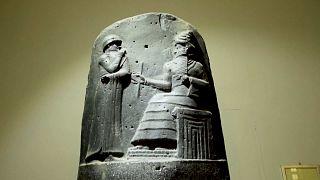 قطع أثرية تعود للحضارة البابلية في العراق