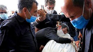 سوگواری نزدیکان یکی از جانباختگان ناشی از کرونا در بهشت زهرای تهران