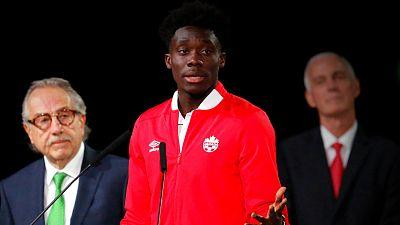 Alphonso Davies, au nom des sportifs réfugiés