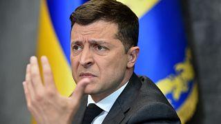 الرئيس الأوكراني فولوديمير زيلينسكي يتحدث إلى الصحفيين في مكتبه في كييف، أوكرانيا، 14 يونيو 2021