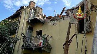 Un particolare della palazzina esplosa a Torino.