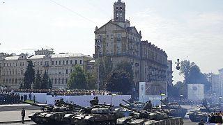 دبابات تسير على طول شارع كريشاتيك، خلال عرض عسكري للاحتفال بعيد الاستقلال في كييف، أوكرانيا، الثلاثاء 24 أغسطس 2021