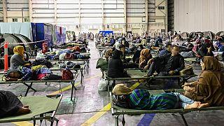 پناهجویان افغان در فرودگاه ابوظبی