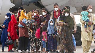 Afganos evacuados de Kabul llegan a Torrejón de Ardoz en España