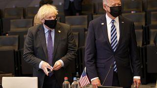 Le Premier ministre britannique Boris Johnson et le président américain Joe Biden lors d'une session plénière de l'OTAN, le 14 juin 2021