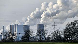 Küresel elektrik talebi bu yılın ilk 6 aylık döneminde salgın öncesi seviyesine göre yüzde 5 yükseldi