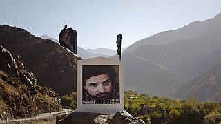 Φωτογραφία του πρώην ηγέτη της Κοιλάδας Παντζσιρ Αχμαντ Σαχ Μασούντ σε δρόμο προς την Κοιλάδα