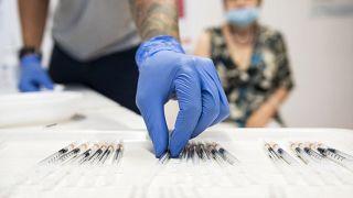 Ungarn bekommen dritte Impfung