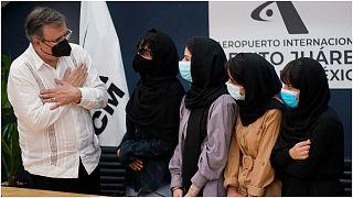 خمسة أعضاء من فريق نسائي أفغاني لتطوير الروبوتات يصلن إلى المكسيك