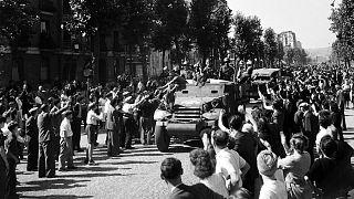 Les blindés de la 2e DB du Général Leclerc entrant dans Paris, le 25 août 1944