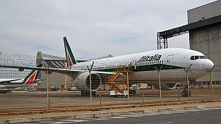 Archivo. Un avión de Alitalia en el aeropuerto de Roma Fiumicino.