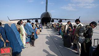 Civils afghans quittant leur pays depuis l'aéroport de Kaboul, le 24/08/2021 - photo fournie par l'armée américaine