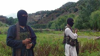 Pakistan'ın Veziristan bölgesinde silahlı militanlar (arşiv)