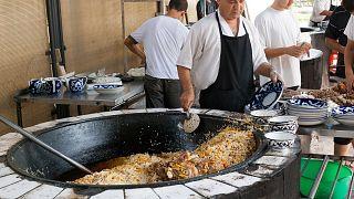Приготовленный на рынке плов. Ташкент, Узбекистан