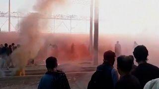 Talibãs usam gás lacrimogéneo para dispersar multidão no aeroporto de Cabul