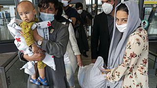 Les évacuations reprennent à l'aéroport de Kaboul malgré les attentats