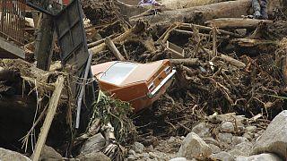 Imagen de una calle destrozada por el deslave en el municipio de Tovar