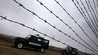 Göçmen geçişini engellemek için Türkiye sınırına yakın noktada devriye gezen Bulgar güvenlik güçleri (arşiv)