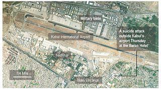 صورة بالأقمار الصناعية تظهر مطار كابول الدولي وموقع التفجير الذي تبنته ولاية خراسان بالقرب من بوابة آبي