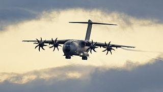طائرة نقل تابعة لوزارة الدفاع الألمانية بعد إنهائها عملية الإجلاء من كابول
