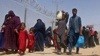 لاجئون أفغان إلى باكستان