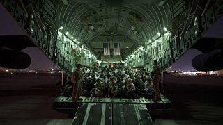 یک هواپیمای نظامی آمریکا در فرودگاه کابل