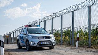 Rendőrautó járőrözik a magyar-szerb határon, Ásotthalomnál