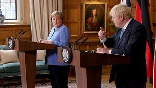 Boris Johnson ve Angela Merkel
