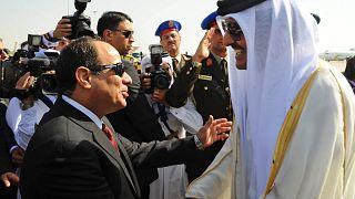 صورة أرشيفية للرئيس المصري عبد الفتاح السيسي وأمير قطر الشيخ تميم بن حمد آل ثاني