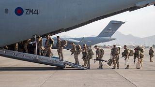 İngiltere Afganistan'dan tahliyeleri tamamladı