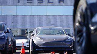 Dünyanın en çok satan yüzde 100 elektrikli aracı Tesla Model 3.