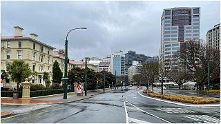 """خلو شوارع مدينة ولينغتون النيوزيلاندية بعد فرض الإغلاق الشامل لمكافحة انتشار متحوّر """"دلتا"""""""