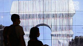 """Projeto do """"Arco do Triunfo embrulhado"""""""
