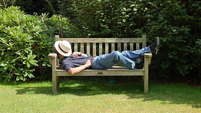 Should we all be offered siestas during hot weather?
