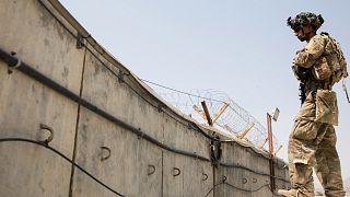 Kabil Havaalanı'nda devriye gezen ABD askeri