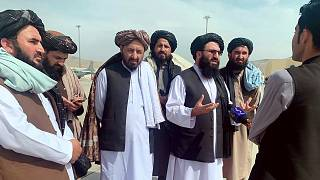 Taliban örgütü yöneticileri, Kabil Hamid Karzai Uluslararası Havalimanı'nda