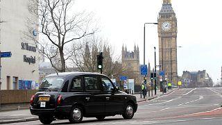 Londra'nın simgelerinden siyah taksi