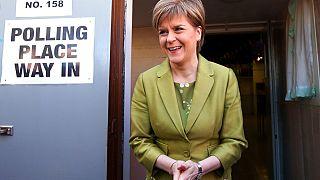 La primera ministra de Escocia y líder del Partido Nacional Escocés, Nicola Sturgeon tras depositar su voto en las pasadas elecciones