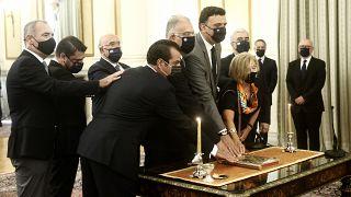 Οι νέοι υπουργοί και υφυπουργοί ορκίζονται κατά τη διάρκεια της τελετής στο Προεδρικό Μέγαρο, την Τρίτη 31 Αυγούστου 2021.