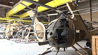 Des hélicoptères militaires endommagés dans l'aéoport de Kaboul le 31 août 2021